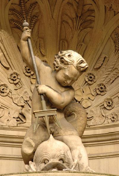 ville-anonyme-la-fontaine-gaillon-trident-sculpture